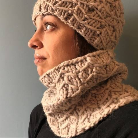 Bipartite Hat and Cowl at Makerist