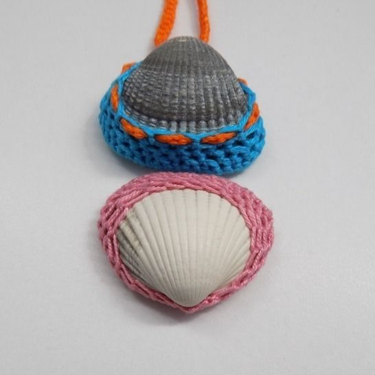 Pendant or necklace with a shell in a crochet frame at Makerist - Image 1