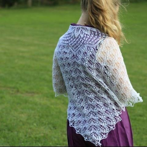 Queen of Leaves - lace shawl at Makerist