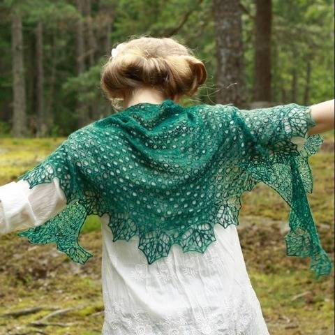 Pea Pods - lace shawl at Makerist