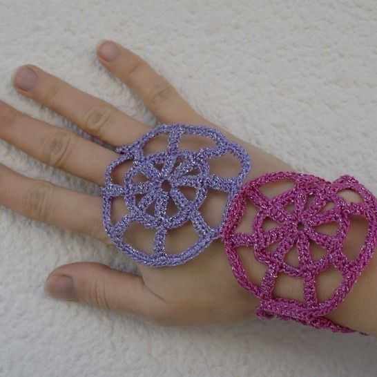 Crochet Round Motifs Mitts, Cuffs, hand jewelry at Makerist - Image 1