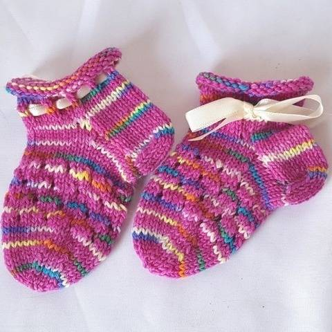 Baby-Sneakersocken stricken, Babysocken, Baby-Söckchen bei Makerist