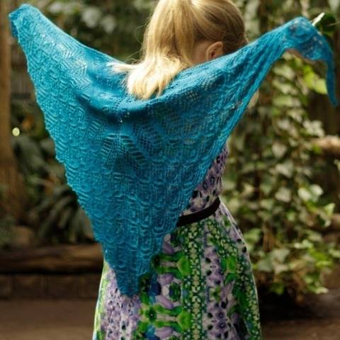 Fluttering Feathers - lace shawl at Makerist