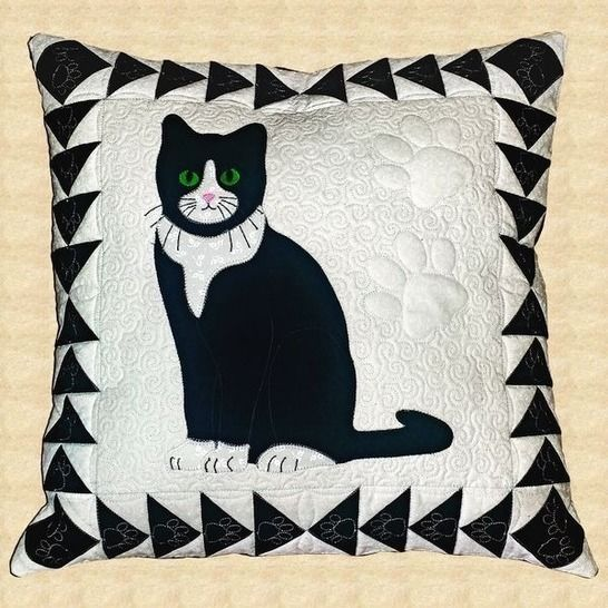 Tuxedo Cat Quilted Pillow Pattern at Makerist - Image 1