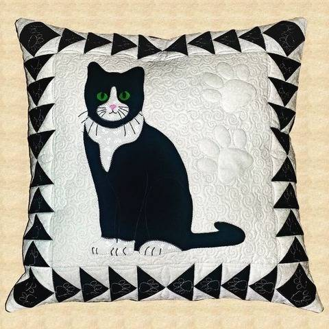 Tuxedo Cat Quilted Pillow Pattern at Makerist