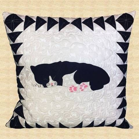 Sleeping Kitty Quilted Pillow Pattern at Makerist