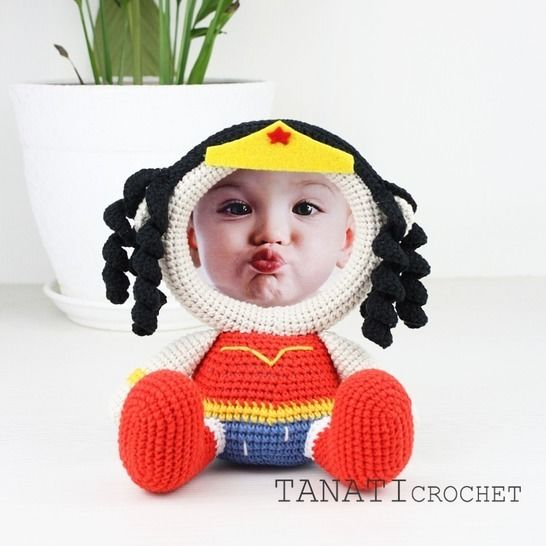 "TUTORIEL CROCHET ""Cadre Photo WONDER WOMAN"" chez Makerist - Image 1"