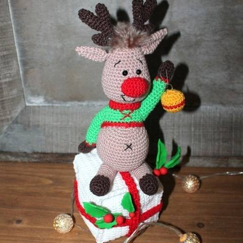 Eddie the christmas reindeer crochet pattern at Makerist