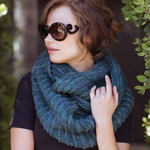 Blackcomb Cowl - hand knitting pattern