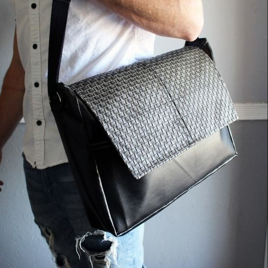 Adult Messenger Bag w/ Velcro Pockets at Makerist - Image 1