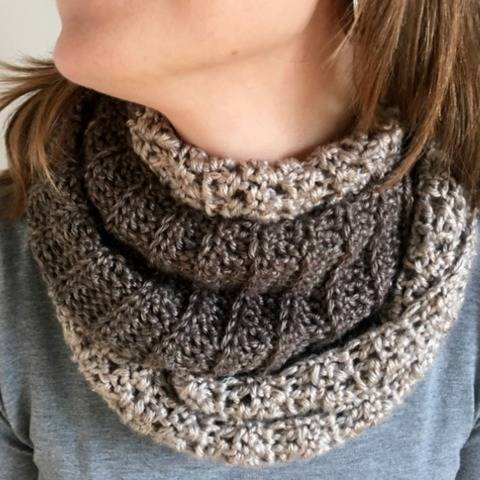 Crochet Cowl Scarf Pattern PDF (Half-N-Half Cowl) at Makerist