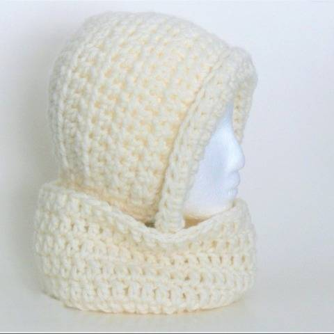 Easy Women's Bonnet and Cowl at Makerist