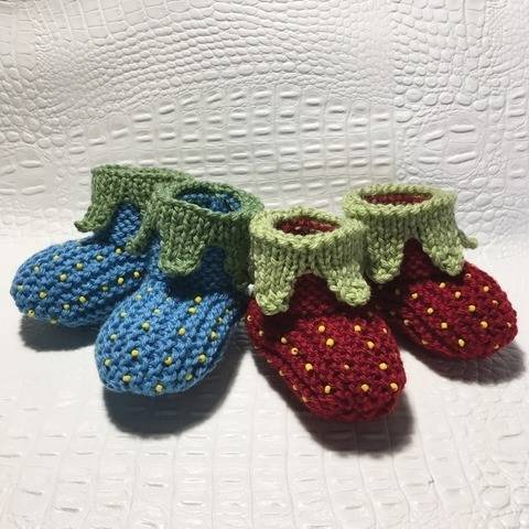 Strawberry slippers - sizes 3-6 months and 6-9 months at Makerist