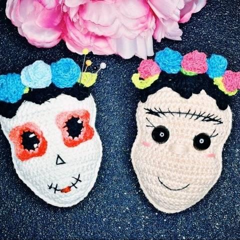 Anhänger Frida und Dia de los muertos häkeln