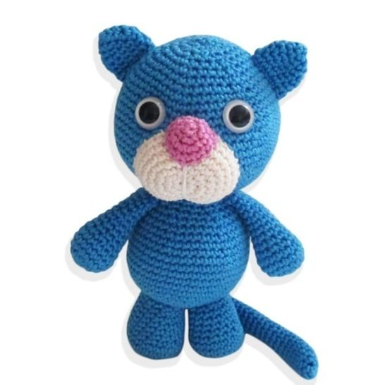 Want a VERY large amigurumi cat crochet pattern? Well, Freida the ... | 546x546