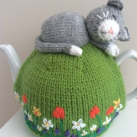 Tea cosy Cat nap knitting pattern 6 cup teapot PDF