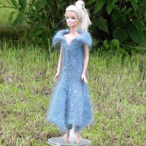 Strickanleitung für ein Puppenkleid aus Mohair