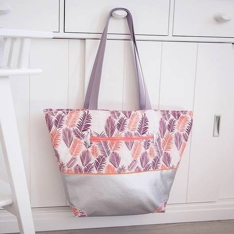 Sasha, the sunny days tote bag (3 different sizes) at Makerist