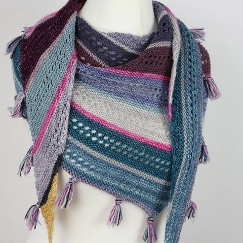 "Knitting pattern ""Shawl without weaving ends"""