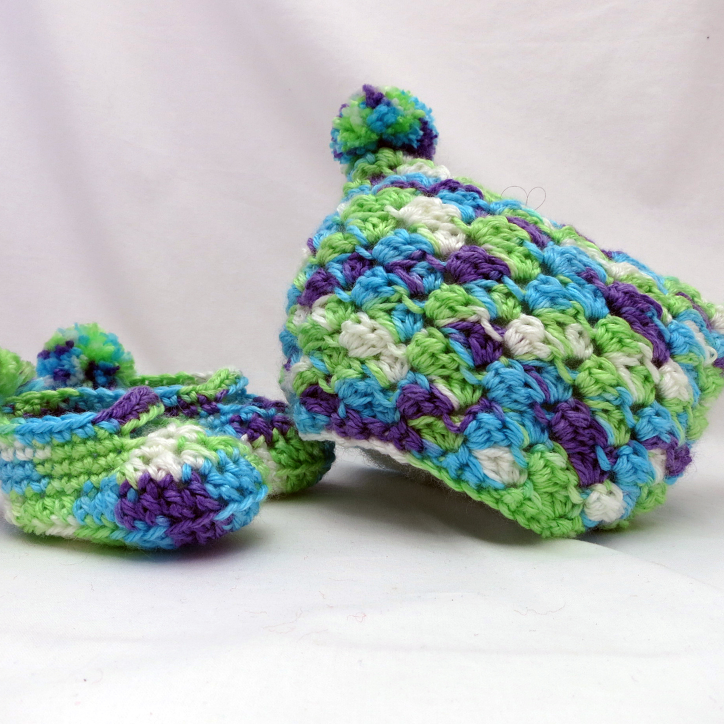 Pom Pom Baby Gift Set Booties and Beanie