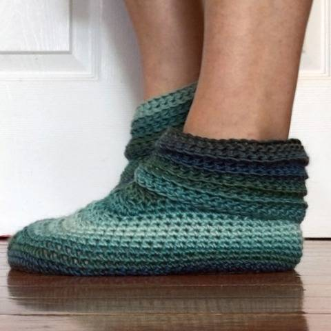 Women's Sweet Slippers Crochet Pattern