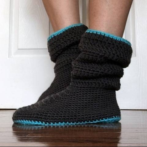 Women's Slouchy Slippers Crochet Pattern at Makerist