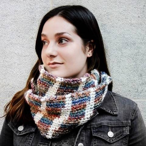 029 - Striped infinity cowl