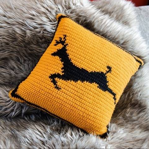 036 - Deer warning sign pillow
