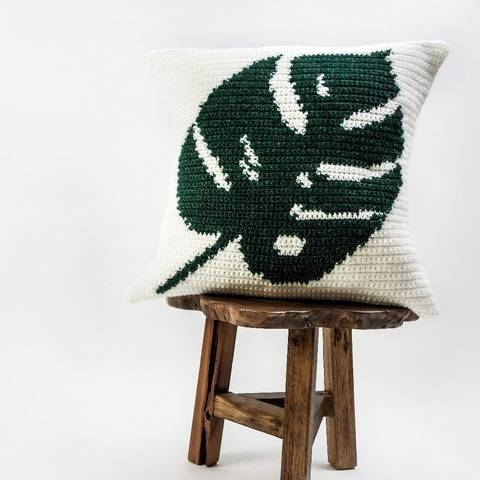038 - Tropical leaf pillow