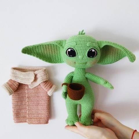 Baby Yoda crochet pattern, Amigurumi Baby Yoda pattern.