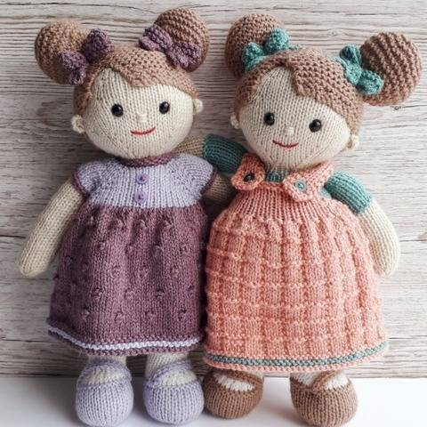 Lilly and May dolls knitting pattern at Makerist