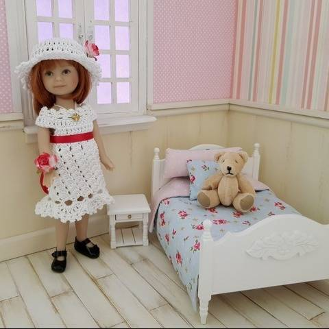 """Romantic"" crochet pattern for Heartstring Doll"