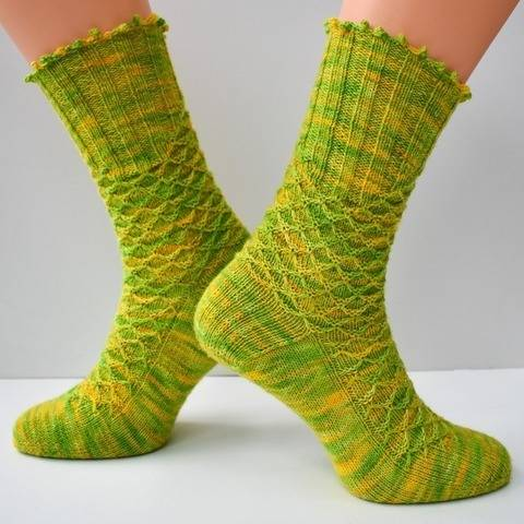 Textured sock knitting pattern PDF - How to Tame your Dragon