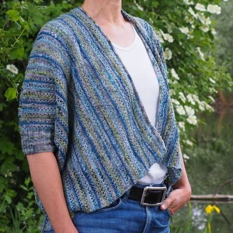 Summertime - a shrug with a lace pattern and stripes.