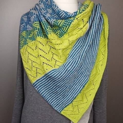 Westwind - a triangular scarf in 3 colours.