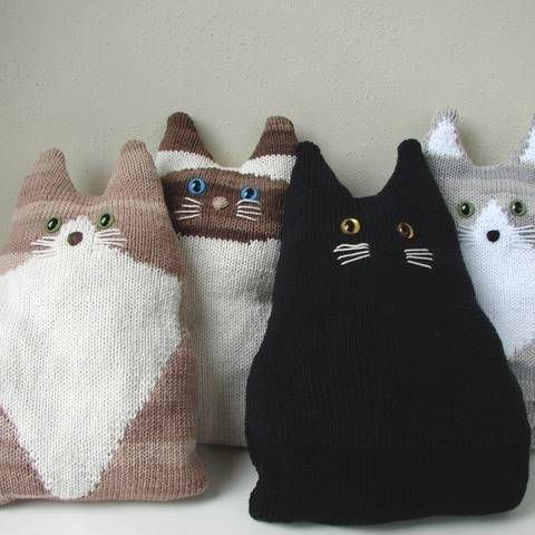 Cat Pillow - Knitting Pattern
