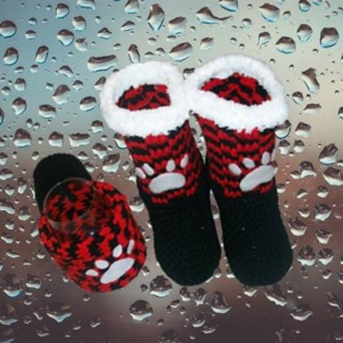 Paw print slippers and beverage mitt