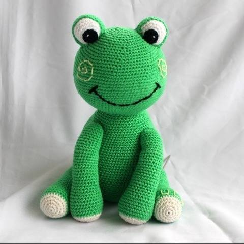 Frog Luca crochet pattern at Makerist