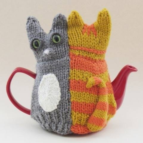 Tail of Two Kitties Tea Cosy Knitting Pattern