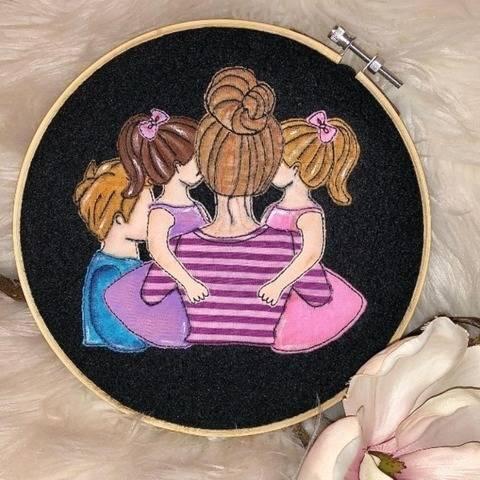 Stickdatei Mama mit Sohn und 2 Töchter Doodle Set