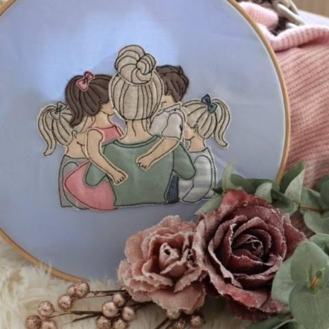 Stickdatei Mama mit 3 Töchter und 1 Sohn Doodle Set