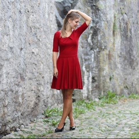 Pleat Dress Schnittmuster und Anleitung by Sewera