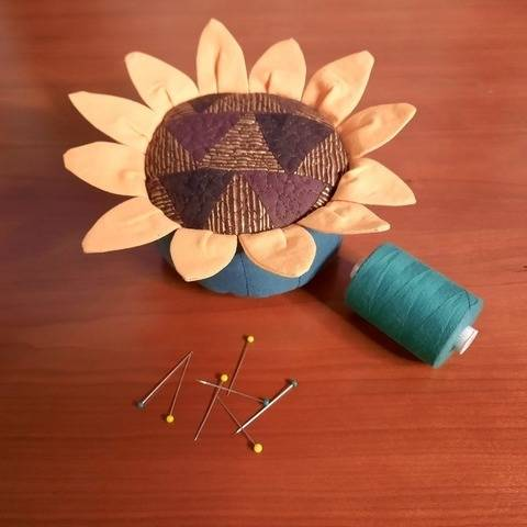 Pincushion PDF quilt pattern SUNFLOWER
