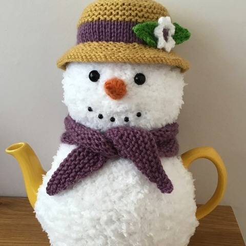 Mrs Snowlady tea cosy knitting pattern 6 cup teapot