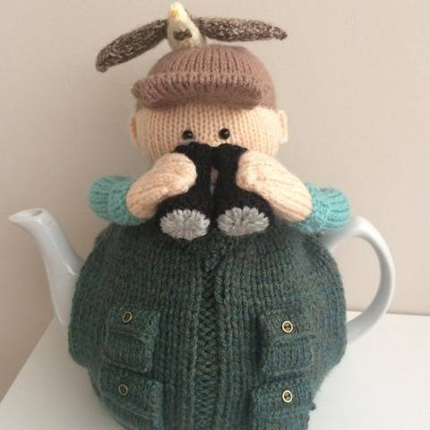Bird watcher tea cosy knitting pattern to fit a 6 cup teapot