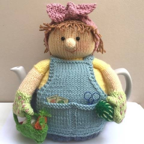 Betty the gardener tea cosy knitting pattern 6 cup teapot.