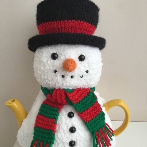 Mr Snowman tea cosy knitting pattern 6 cup teapot