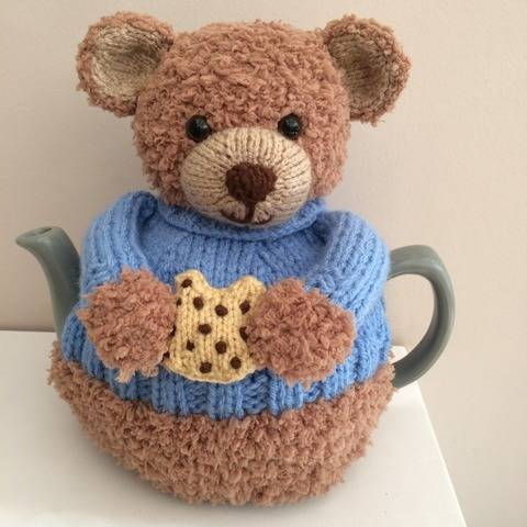 Teddington Bear tea cosy knitting pattern 6 cup teapot