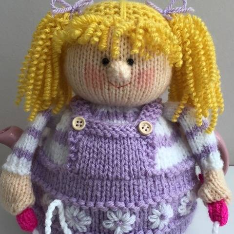 Granddaughters tea cosy knitting pattern 2-3 cup teapot