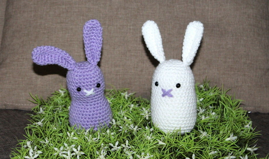 purpel and white simple easter bunny crochet pattern bei Makerist - Bild 1